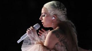 Lady Gaga em palco no dia 28, nos Grammys