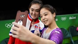 Nos Jogos do Rio de Janeiro, em 2016, houve um momento de aproximação entre duas ginastas captou a atenção do mundo, quando Lee Eun-jun, sul-coreana, tirou uma selfie com Hong Un-jong, norte-coreana