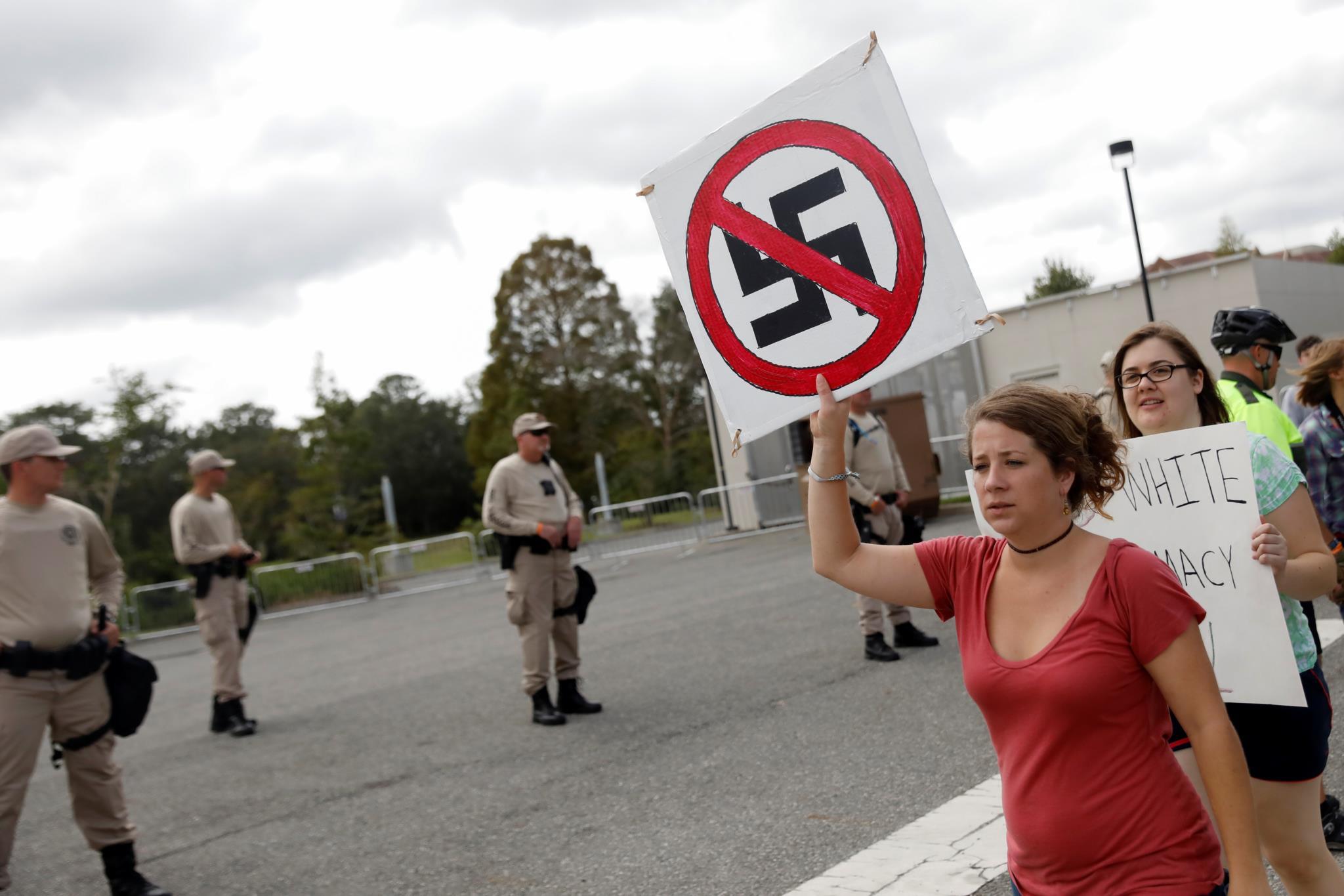 Resultado de imagem para manifestação anti fascista na california