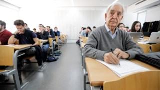 O estudante Miguel Castillo durante uma aula de História na Universidade de Valência