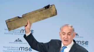 Netanyahu levou um pedaço daquilo que diz ser um drone iraniano que entrou no espaço aéreo israelita no mês passado