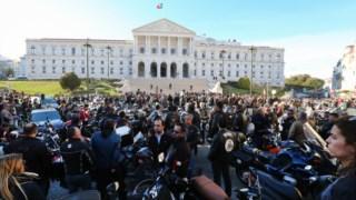 Motociclistas concentraram-se junto ao Parlamento