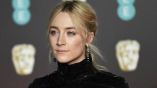 """Saoirse Ronan, nomeada para melhor actriz (pelo filme """"Lady Bird)"""", vestiu Chanel"""