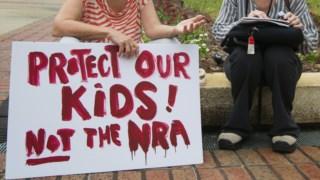 alunos da Escola Secundária Marjory Stoneman Douglas manifestaram-se esta quarta-feira na capital da Florida, Tallahassee