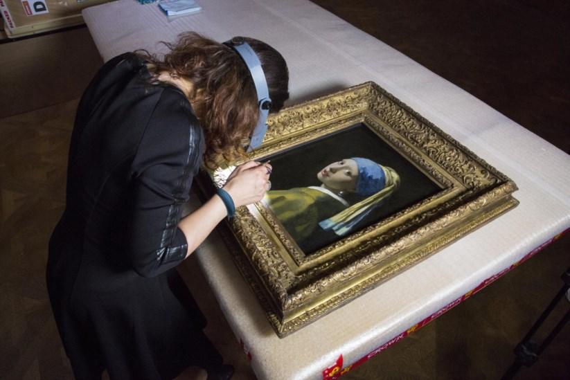 Resultado de imagem para Como é que Vermeer pintou esta Rapariga? A ciência vai tentar explicar, 350 anos depois