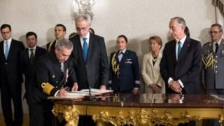 Na tomada de posse do novo CEMA, à esquerda de Marcelo, as assessoras Diná Azevedo (Força Aérea) e Ana Martinho (relações Internacionais)
