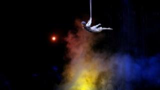 Um artista do Cirque du Soleil