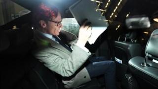 O chefe executivo da empresa de consultoria britânica, Alexander Nix, foi suspenso esta terça-feira