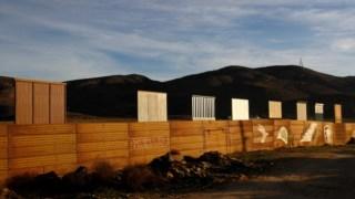 Protótipo do muro que Donald Trump quer construir na fronteira com o México