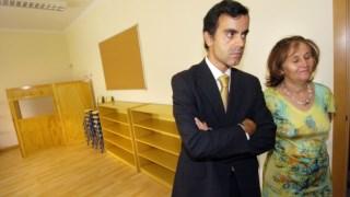 José Manuel Canavarro em visita a uma escola em 2004, quando foi secretário de Estado