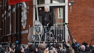 Assange vive na embaixada do Equador desde 2012