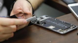 A Apple é acusada de prevenir os clientes de procurar serviços de reparação fora da Apple