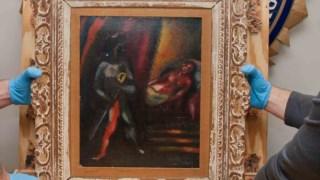 """Investigadores do FBI seguram no quadro """"Otelo e Desdêmona"""" de Marc Chagall"""