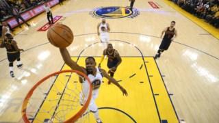 Kevin Durant marcou 25 pontos contra os Spurs