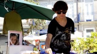 Maria João contorna o desemprego com vendas num mercado do Porto MCP