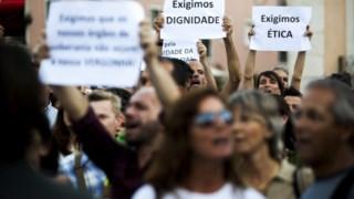 Na segunda-feira passada, estiveram frente ao Parlamento cerca de 500 manifestantes