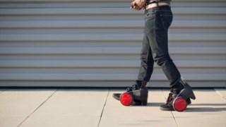 Os RocketSkates pesam três quilos cada e são ajustáveis a qualquer tamanho de calçado Acton
