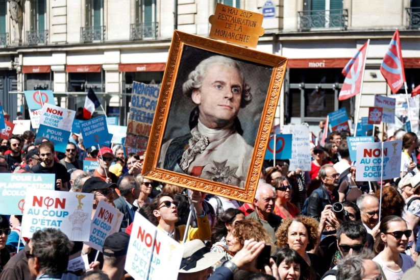 Quase 40 mil pessoas juntaram-se em Paris para protestar contra Macron    França   PÚBLICO 80b2e7ebb9