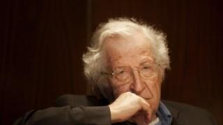 Chomsky fotografado em Lisboa em 2015