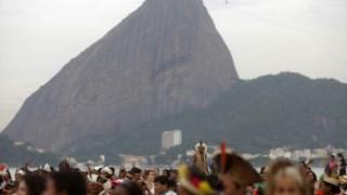 Manifestação em defesa da adopção de energia limpa, no Rio de Janeiro