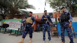 Segurança pesada junto das mesas de voto. Na imagem, um posto em Bagdad
