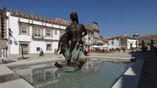 Estátua, Turismo