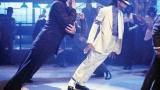"""Michael Jackson executa a """"inclinação anti-gravidade"""" no videoclip de <i>Smooth Criminal</i>"""