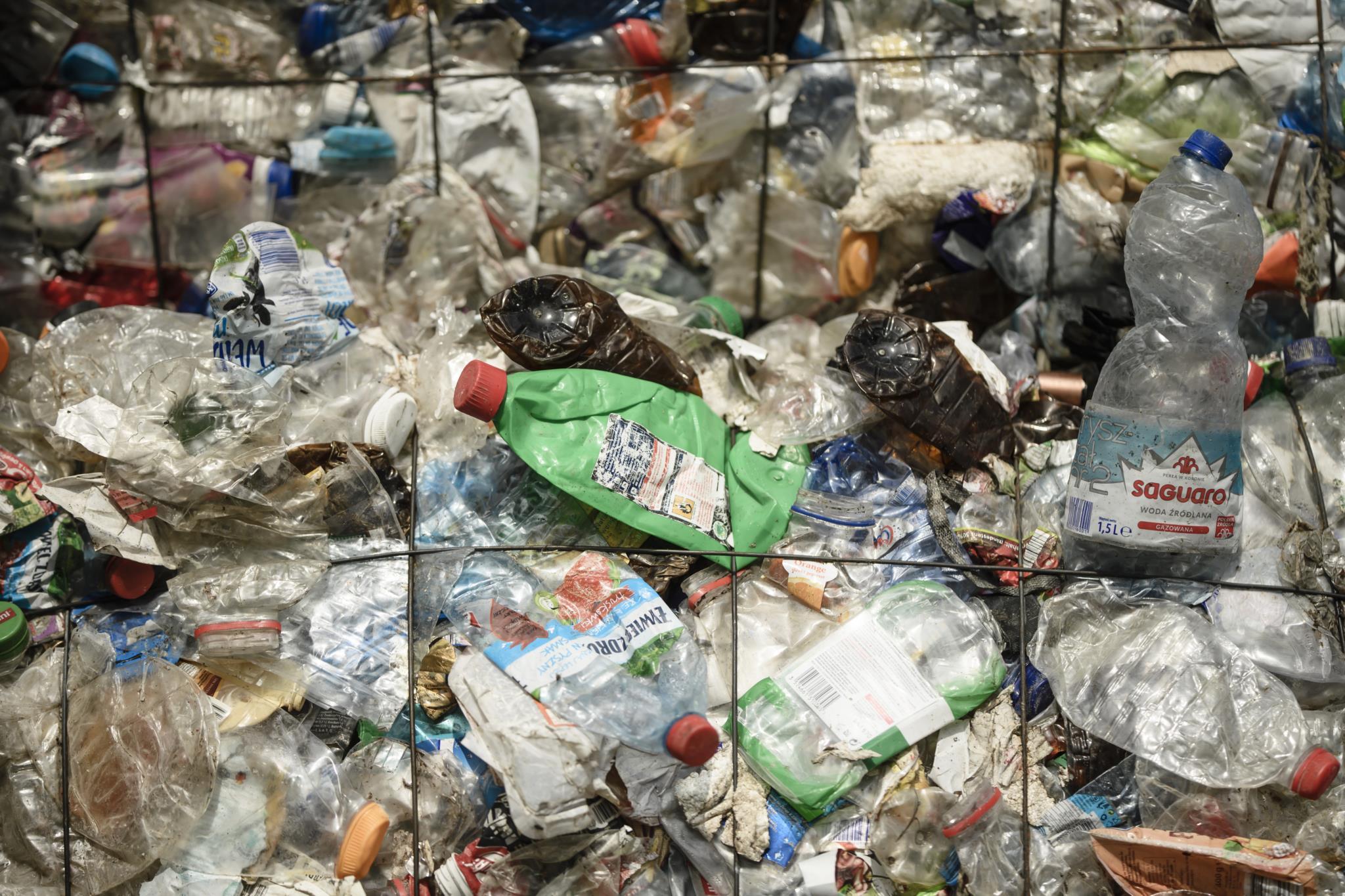 Resultado de imagem para Bruxelas quer banir venda de cotonetes e palhinhas em plástico