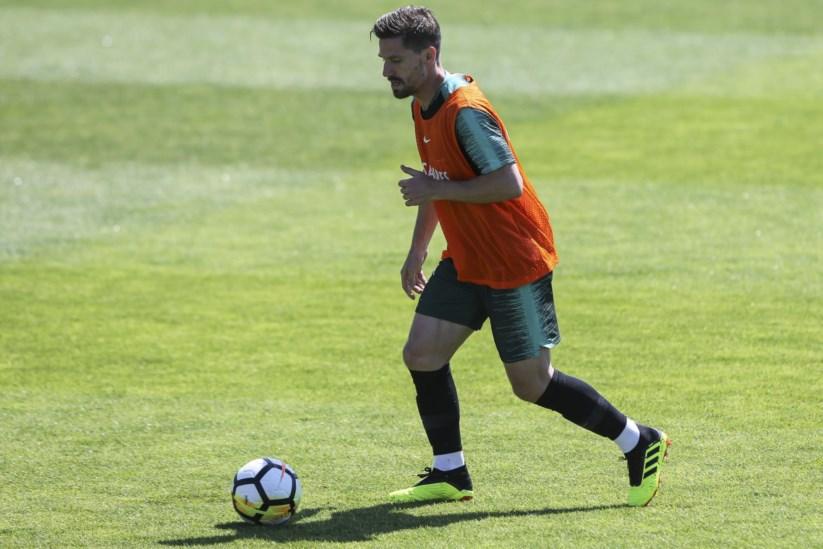 1bbb57cb95 Adrien será uma baixa de peso no meio campo português para o jogo amigável  deste sábado