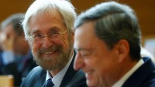 Peter Praet, membro do conselho executivo do BCE, com Mario Draghi