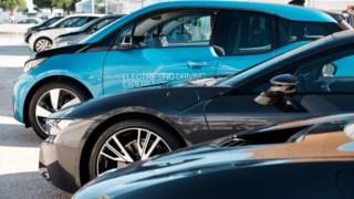 Carro de luxo pessoal, Carro de tamanho médio, Carro, Exposição automóvel, Carro compacto, Carro de tamanho normal, Jante, Jante de liga leve