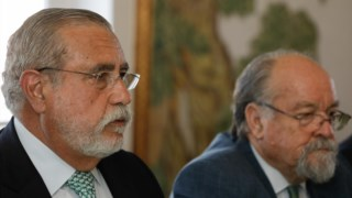 Torres Pereira, presidente da comissão de gestão, e Marta Soares, presidente da mesa da AG, em segundo plano