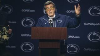 Paterno de Joe, Paterno, futebol dos leões de Penn State Nittany, escândalo do abuso de sexo da criança de Penn State