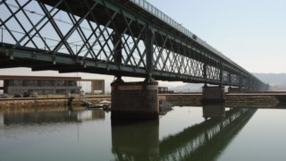 A Ponte Eiffel de Viana do Castelo atravessa o Lima e tem 645 metros de extensão