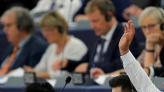 Os eurodeputados votaram numa sessão plenária em Estrasburgo