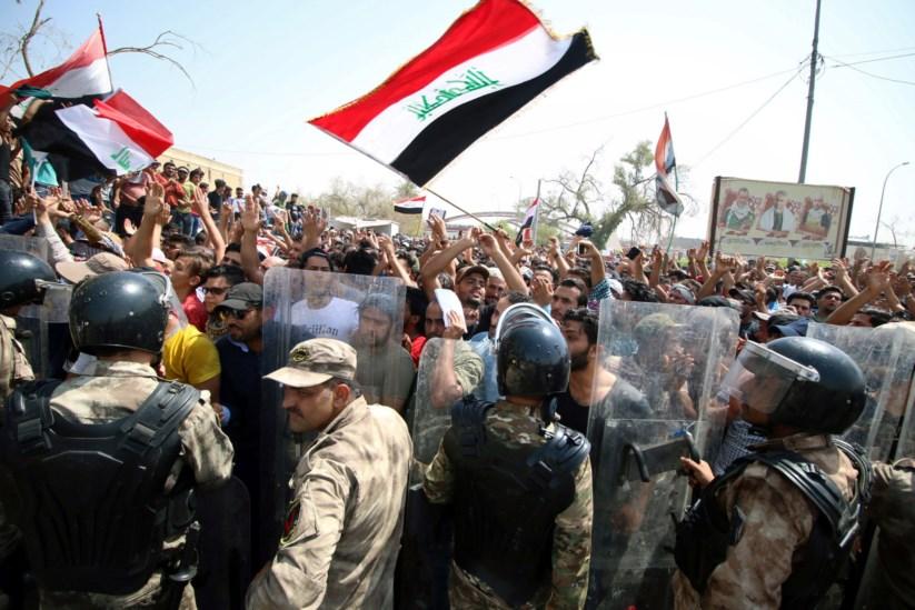 Manifestações violentas fazem pelo menos dois mortos   Iraque   PÚBLICO cfc35766fc
