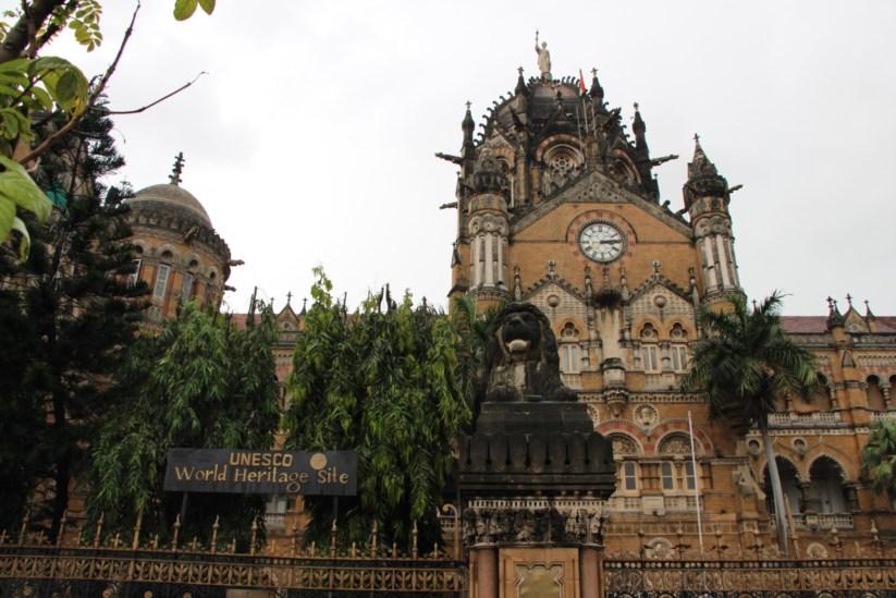 c5091fa1e De comboio em Bombaim