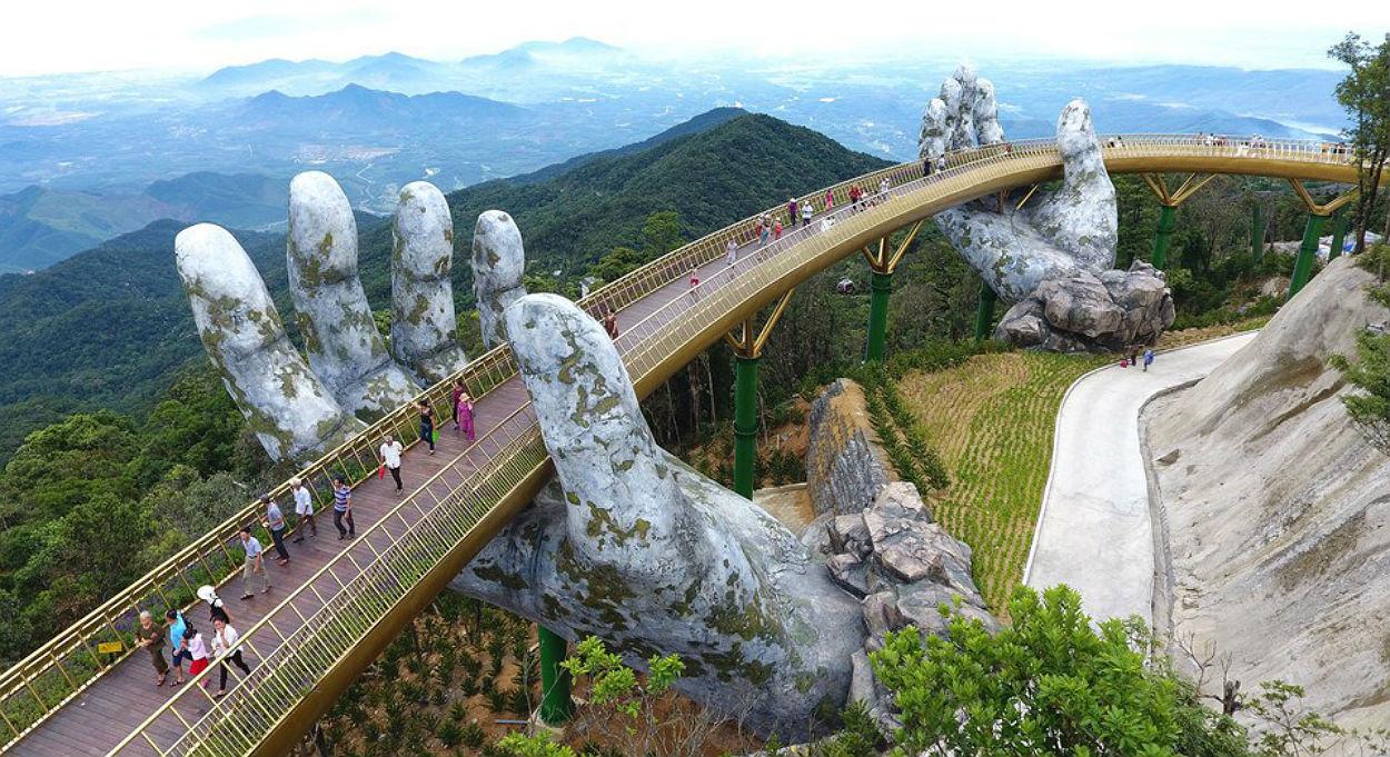Resultado de imagem para ponte dourada, no vietnam