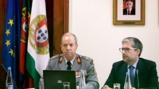 O Chefe do Estado-Maior do Exército, Rovisco Duarte, com o presidente da comissão de defesa, Marco António Costa, em 6 de Julho do ano passado