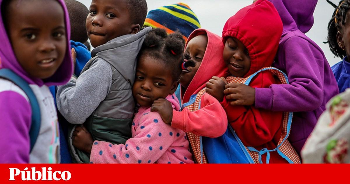 Resultado de imagem para De que serve doar material escolar a Moçambique? De muito e de nada