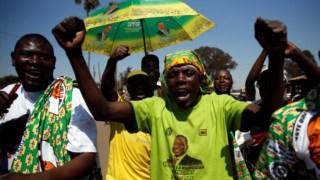 Apoiantes da ZANU-PF festejam em Harare a eleição de Emmerson Mnangagwa