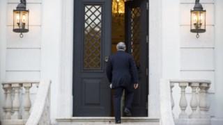 Até Setembro, Costa subsituiu o gabinete de São Bento por outro no Terreiro do Paço