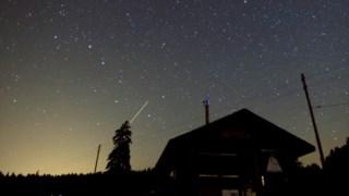 Esta chuva de meteoros já começou com menor intensidade desde finais de Julho, como exemplifica esta imagem de um céu numa zona rural da