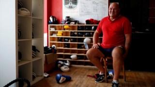 Paul Green, no ginásio de boxe, parte do Clube Social Kellingley de Knottingley, que administra