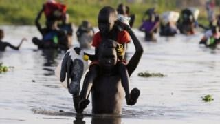 Os habitantes das localidades da região utilizam com regularidade embarcações para atravessar o Nilo