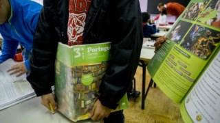 Em médias as famílias contam gastar quase 500 euros em material escolar
