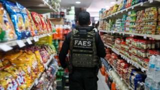 As autoridades verificam se os preços decretados pelo Governo estão a ser cumpridos