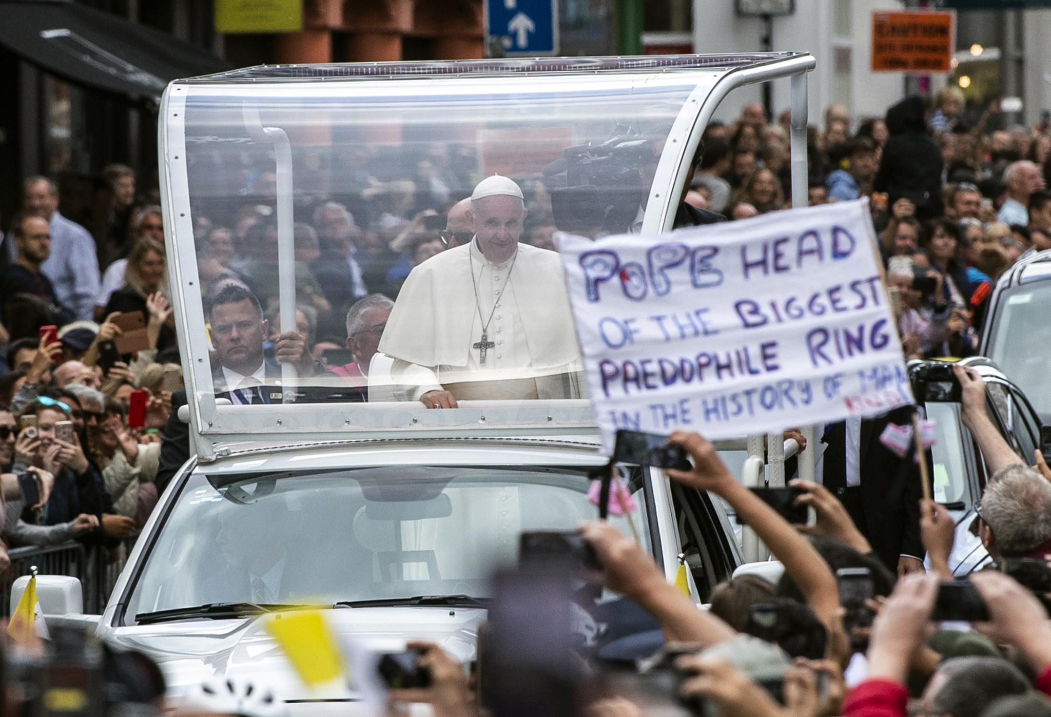 Image result for contestação ao papa na irlanda
