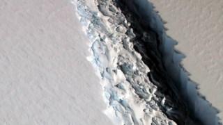 A fissura no gelo ocorreu meses antes da cisão a 12 de Julho de 2017
