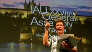 Jocelyn Bell Burnell, durante a cerimónia de encerramento da assembleia-geral da União Astronómica Internacional, em 2006
